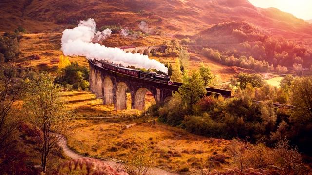 003 - Glenfinnan Railway Viaduct,Scotland_shutterstock_505340026 (Jacobite Train)